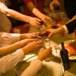 仕事仲間との飲み会にはどんな服装で参加するべき?