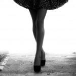 朝のむくみ足の原因はなに?朝にむくむ足への対処法とは?