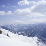 立山黒部アルペンルートで見られる「雪の大谷」って何?