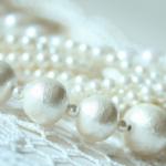 葬式につける真珠のネックレスの選び方|気を付ける注意点とは?
